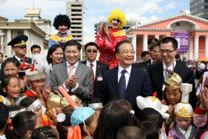 Chinese Premier Wen Jiabao (center) greets Mongolian children in Ulaanbaatar during his state visit to Mongolia in June 2010 (Source:. Xinhua).