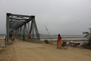 Women crossing the Rapti River bridge near Nepal's open border with India's state of Uttar Pradesh (Credit: Sara Shneiderman).